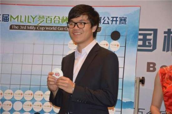 AI首次亮相人类围棋世界大赛 柯洁或再次遭挑战