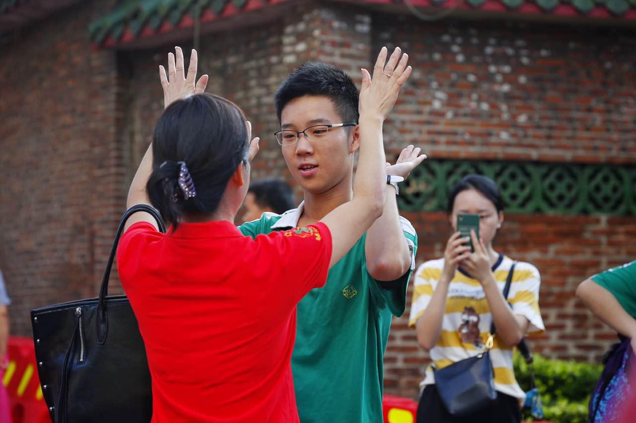考生加油!直击广州高考首日