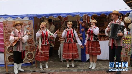 """白俄罗斯举办""""斯拉夫巴扎""""国际艺术节"""