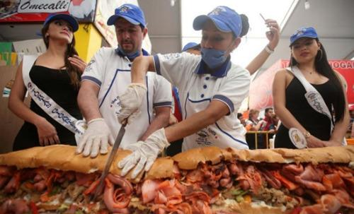 墨西哥制作全球最大三明治 供群众大快朵颐(图)