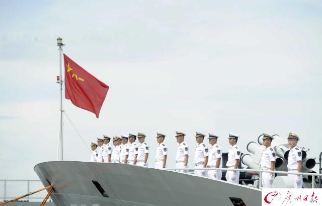 对于舰上数百名官兵来说,广州市民代表是他们第二故乡的家乡人.