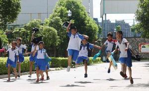 """家长让小学生暑假日理万机,人民日报刊文:多点""""无用之用"""""""