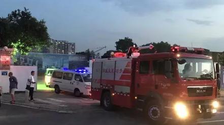 海珠区一工地发生塔吊倾斜倒塌事故,已致7死2伤!