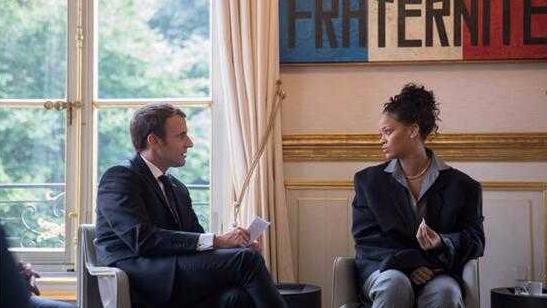 """法国总统""""见网友""""与著名歌星蕾哈娜畅谈教育"""