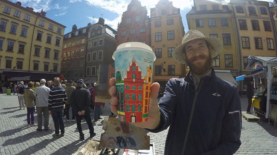 艺术家环游世界 他眼中的美景都画在了咖啡杯上
