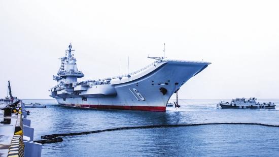 辽宁舰圆满完成跨区机动训练任务返回青岛母港