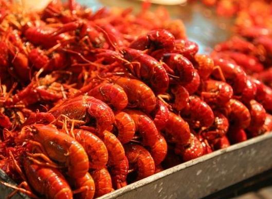 浙江一吃货因嘴馋深夜行窃偷了80斤小龙虾全吃完