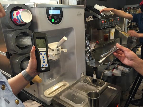 上海突检麦当劳冰淇淋 门店电话请示总部后拒绝现场开箱