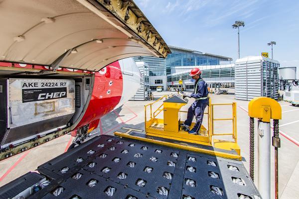 随杭州机场机务人员体验高温工作常态:感觉双腿像站在开水里