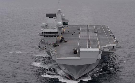 英国新航母首航就开赴南海 扬言不受中国