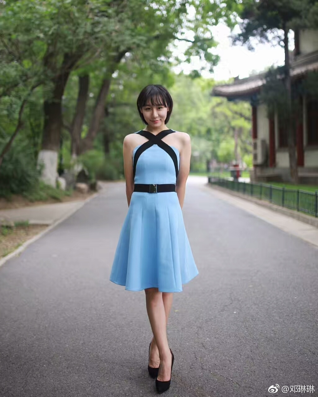 就像她在社交媒体上写道:你若盛开,舞蝶自来;你若精彩,天自安排。