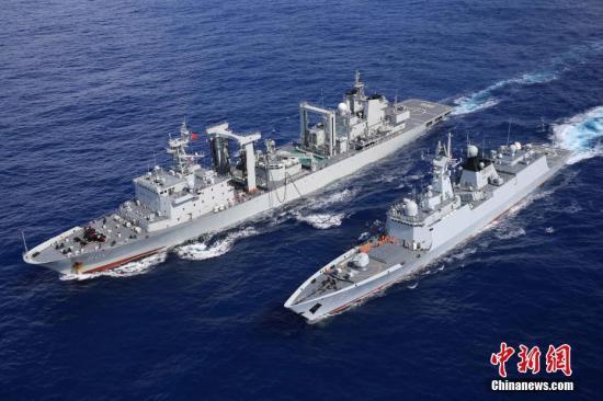 中国海军第二十六、二十七批护航编队在亚丁湾分航