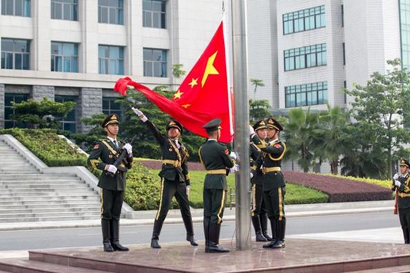 回顾光辉历程,逐梦强国强军——省军区举行升国旗仪式庆祝建军90周年