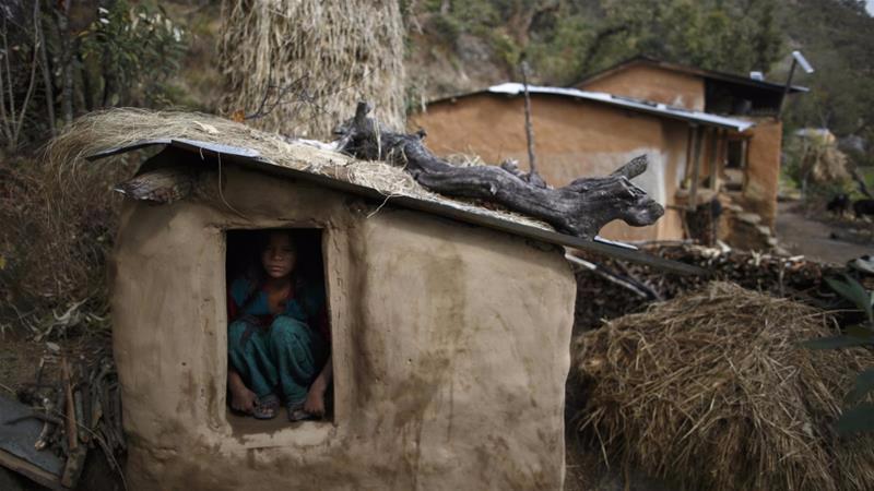 尼泊尔陋俗让经期女性住牲口棚 政府立法严惩