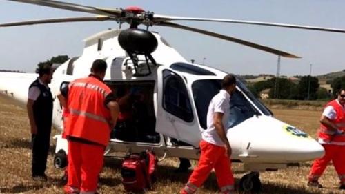 意大利一华人家庭车辆侧翻受伤 官方调直升机送医