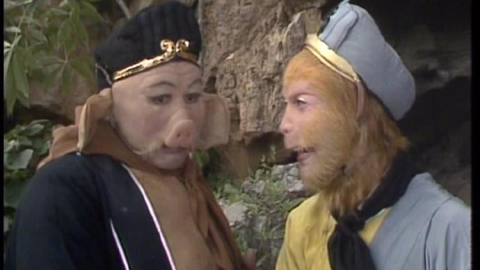 """六小龄童晒旧照为""""二师弟""""庆生 戏里戏外都是兄弟"""