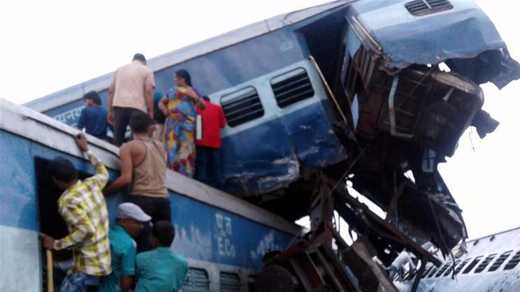 印度北方邦一火车出轨 死亡人数升至23人