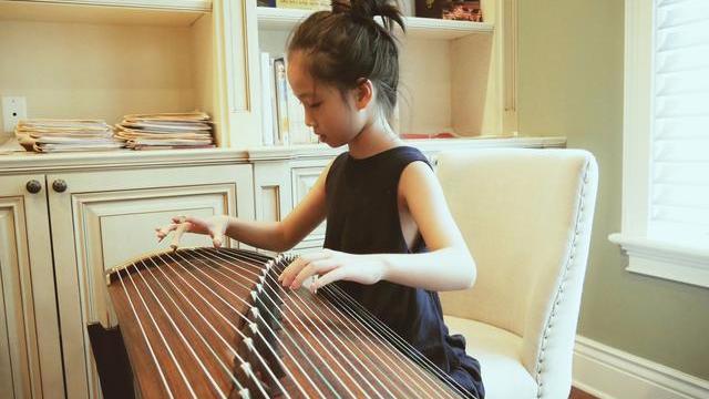 高晓松10岁女儿近照 琴棋书画样样精通