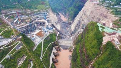 根据施工总体规划,白鹤滩水电站大坝将于2021年5月下闸蓄水,同年首批