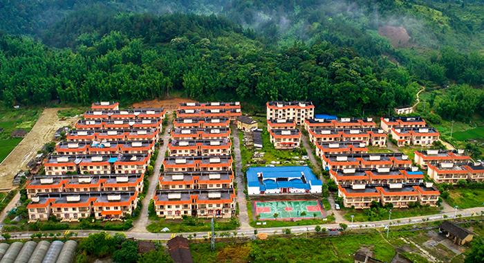 """航拍广州狮象村:扶贫村的美丽""""蝶变"""""""
