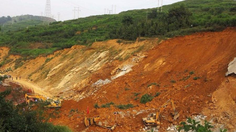 贵州毕节山体滑坡致3死 亲历者:整个地皮都在摇晃