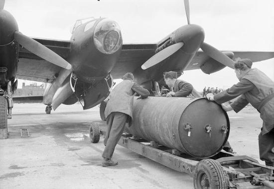 法兰克福发现二战巨型炸弹 周边7万人被要求撤离