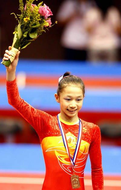 但看似最小的邓琳琳却不是女团的老幺,高妹杨伊琳才是年纪最小的。