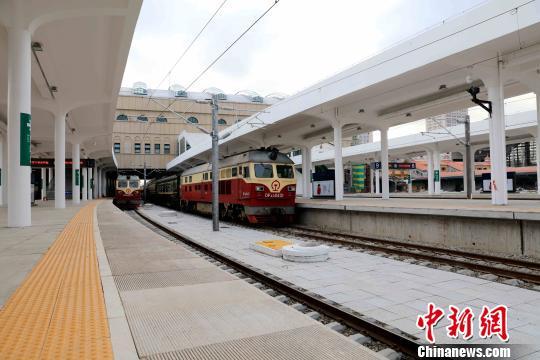 """中国高寒高铁""""哈牡客专""""首座高速场投用施工难度被刷新"""