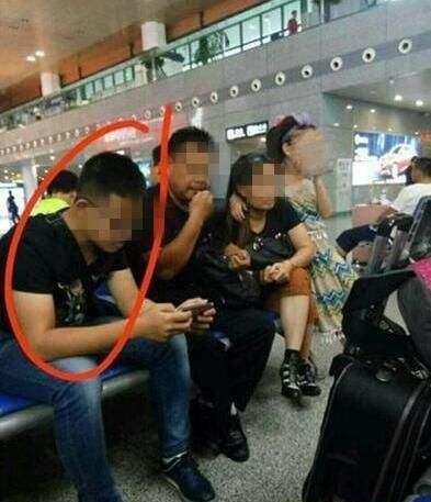 南京南站涉嫌猥亵女童男子被抓 疑是女童亲哥哥