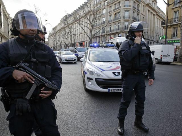 法国警方缴获反坦克火箭筒、炸药等危险物品,抓捕2名嫌犯