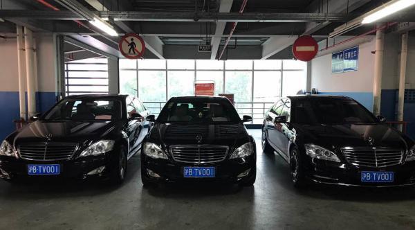 """奔驰车""""三胞胎""""被查:外观相似、挂同一车牌、属于同一车主"""