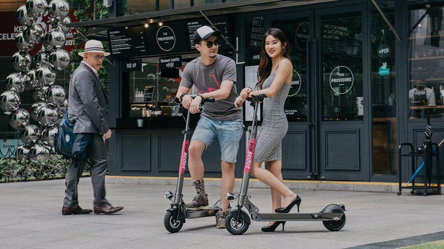 太热而不愿走路 新加坡民众或选择共享电子滑板车
