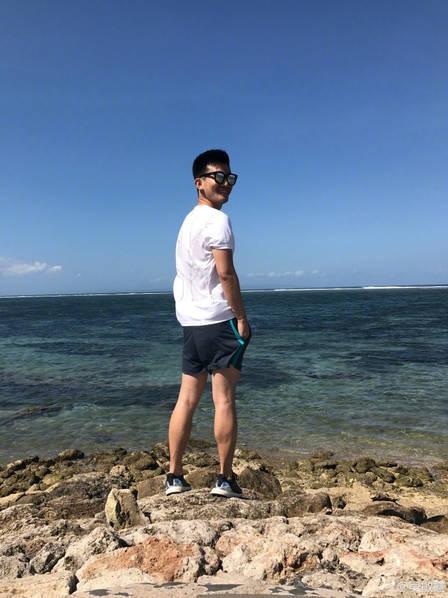 吴敏霞张效诚巴厘岛度蜜月 大摆泰坦尼克经典造型