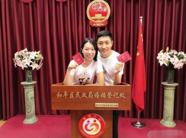 李晓霞正式和男友领证结婚:我们会一直幸福