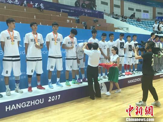 冠军队——广东代表队的颁奖典礼现场。 王题题 摄