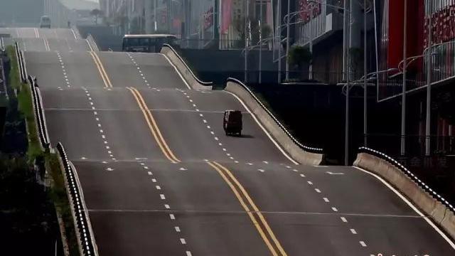 """重庆又一条公路火了!这次是""""波浪""""公路 出门全靠浪"""