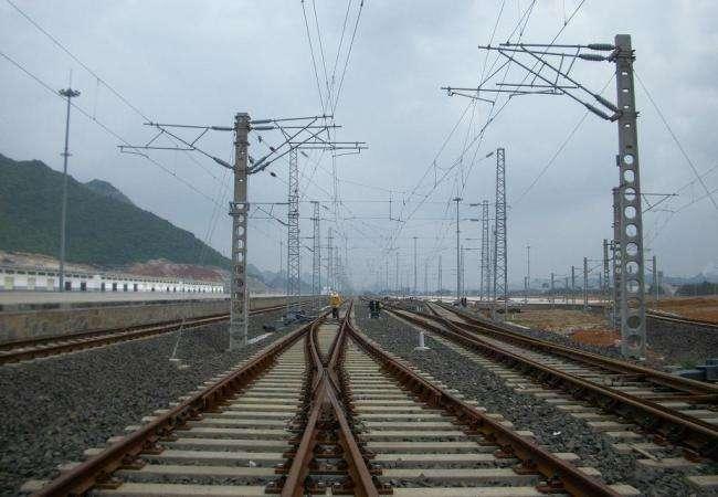 媒体称全国18家铁路局改革启动 铁路局更名11月完成