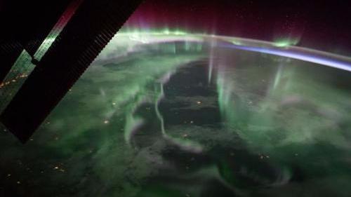 太空俯瞰北极之光:璀璨神秘 如入奇幻绿光之城
