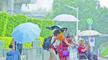 南海热带低压来袭 粤西沿海市县将有暴雨