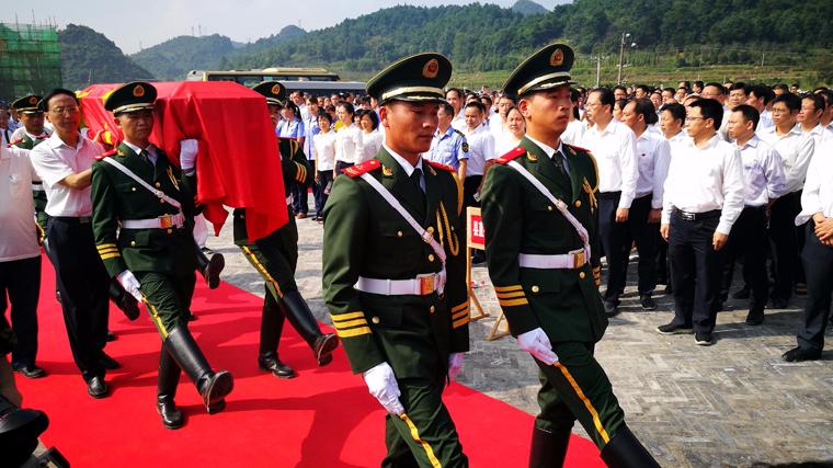 广西灌阳:井下红军遗骸83年后得到隆重安葬