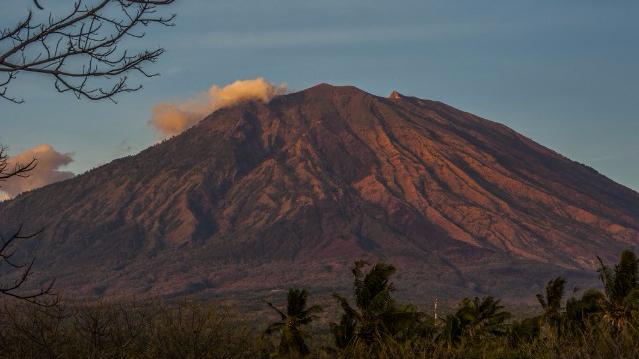 印尼阿贡火山恐将爆发 警戒级别升至最高级