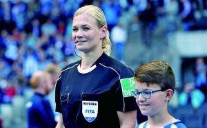 女裁吹德甲她是第一人 执法柏林比赛得盛赞