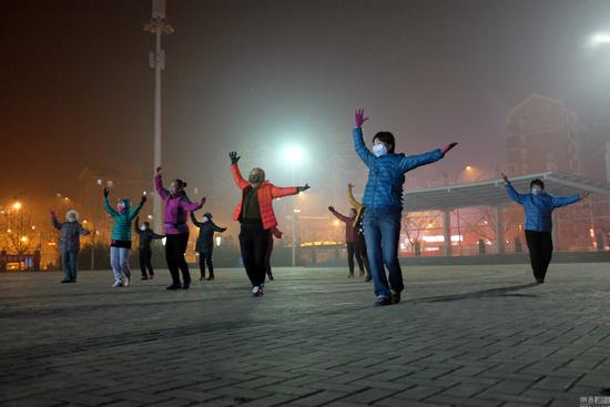 南京市环保局:广场舞太吵且不听劝阻最高罚50元