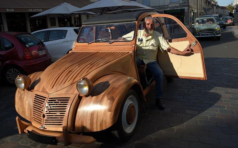 法国退休木工手工打造木制老爷车 比新车还精美