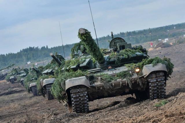 俄白大演习即将收官获普京大赞 美军派战轰威慑