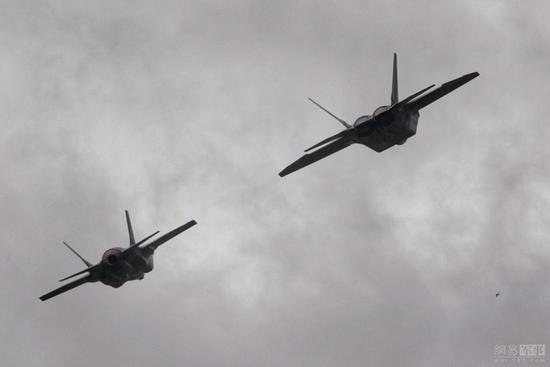 韩媒:韩美考虑在半岛轮换部署F-22和F-35B战斗机