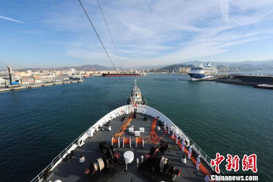 中国海军和平方舟医院船首次停靠西班牙(图)