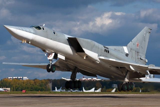 俄国防部:俄轰炸机执行飞行任务 多国军机伴飞