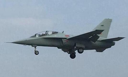 简氏:中国海军版JL10已服役 未来或打造舰载型