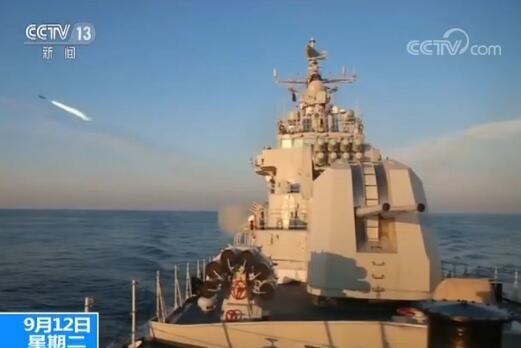 北海舰队开展多型驱护舰实兵实弹演练 锤炼综合攻防能力